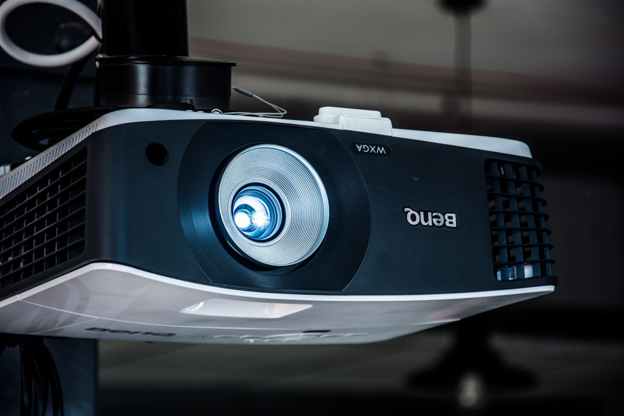 Your Complete Guide to Choosing a Projector in 2018